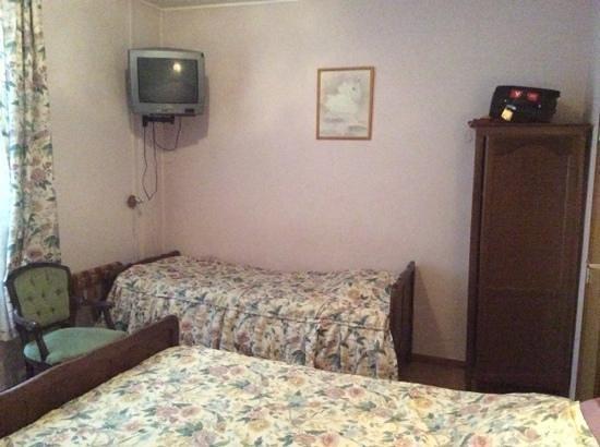Hotel-Restaurant Franky : Ouderwetse kamer