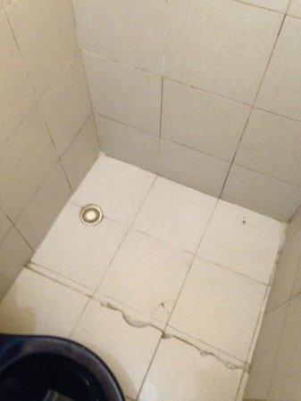 Banheiro Chão Com Piso Rachado Picture Of Chale Praia