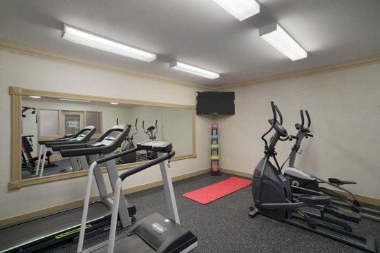 Days Inn & Suites Sault Ste. Marie, ON: Exercise/ Fitness Room