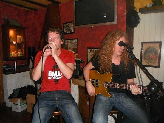 Bull McCabes Irish Bar: Band nights!!