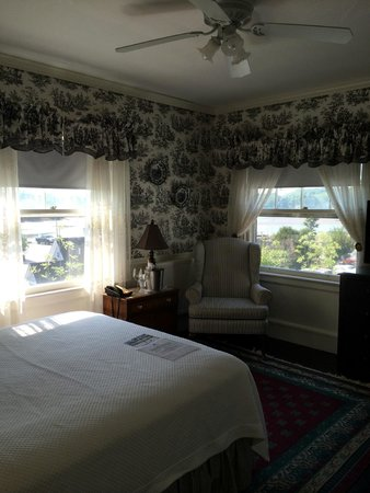 Kennebunkport Inn: bedroom