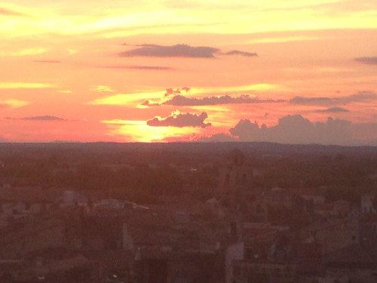 Hotel De L'Amphitheatre: Sunset from room