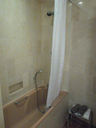 Hotel Atala Champs Elysees: Badewanne
