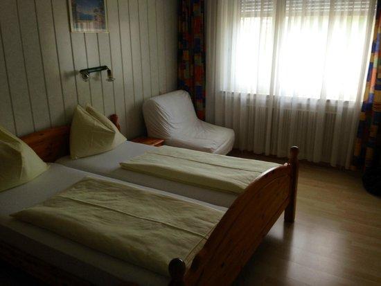 Hotel Drei Kreuz: camera spalle alla porta
