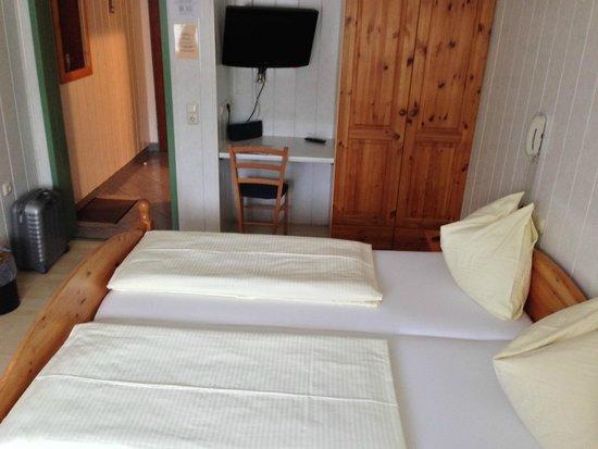 Hotel Drei Kreuz: camera spalle alla finestra