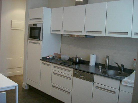 Apartamentos Benignus Madrid: Cocina