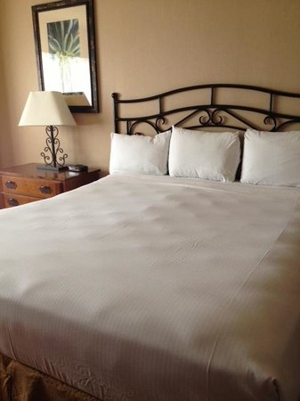 Santa Fe Station Hotel: My hilariously lumpy Santa Fe Station bed – unretouched iPhone photo