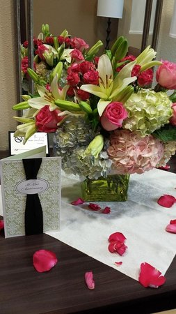 Plaza Inn & Suites at Ashland Creek: Flowers
