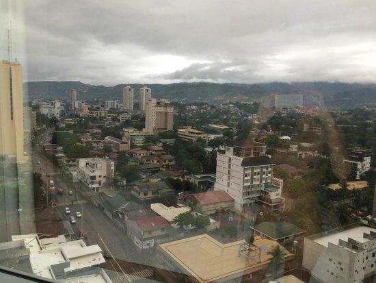 Quest Hotel and Conference Center - Cebu: Вид на Себу