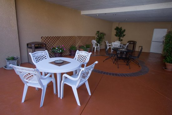 Comfort Suites: Patio