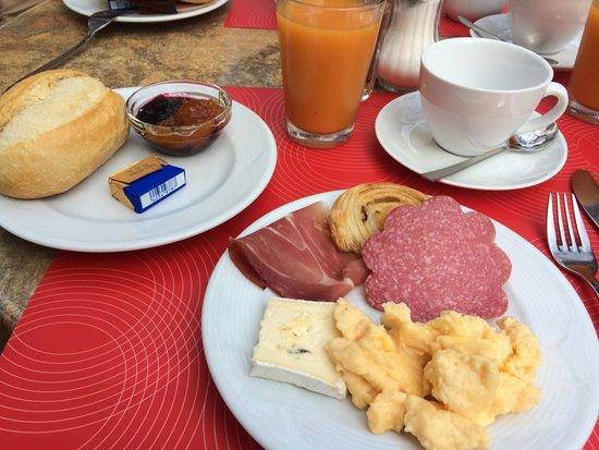 Hotel Seegarten: Breakfast buffet!