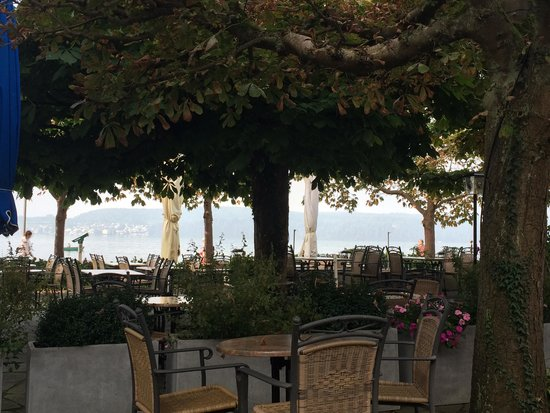 Hotel Seegarten: Outside eating area along the Bodensee