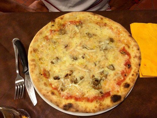 Il Portolano: Pizza noci,gorgonzola,porcini e grana