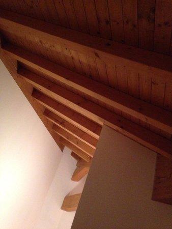 Di La Dal Fiume: Agriturismo - stanza matrimoniale arredata con amore, mantenuta con cura. Qui il tetto, in legno