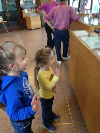 Beaver Meadows Visitor Center: junior rangers taking the oath