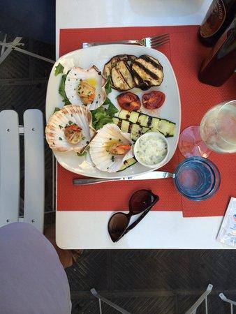 Lobs Fish Restaurant : Yummy starter of scallops...