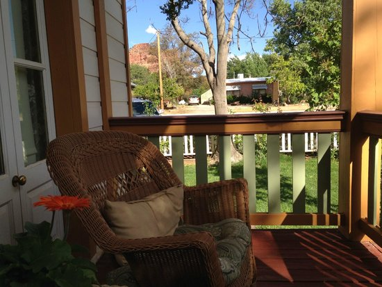 Purple Sage Inn: Our porch off the bedroom