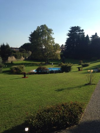 Antico Borgo della Madonnina: Giardino e piscina