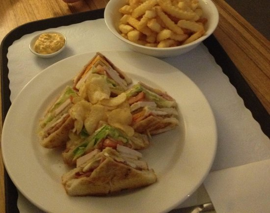 Seasons Heritage Melbourne: 10/10 Club Sandwich & Chips !