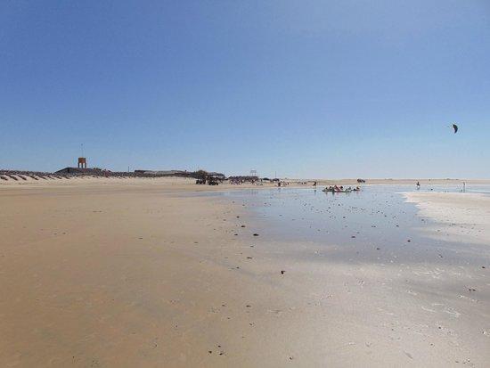 Paracuru, CE: A barraca Quebra-Mar um pouco distante