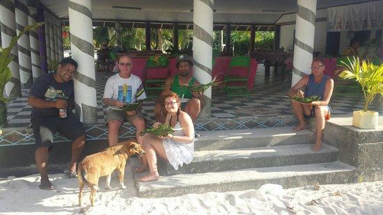 Joelan Beach Fales : Some of the awesome people we met