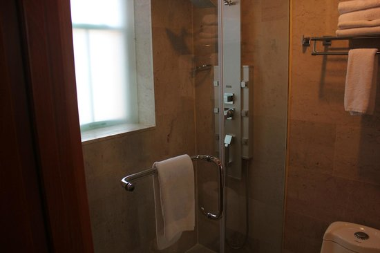 The Eldon Luxury Suites: Banheiro