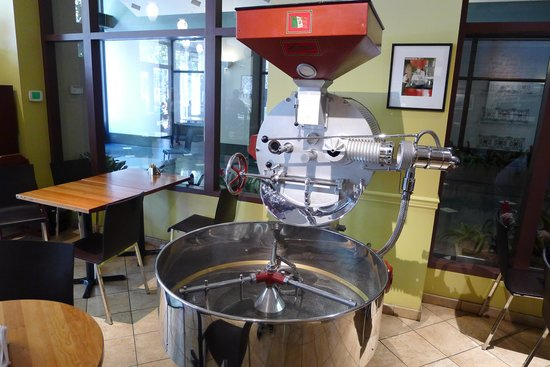 Caffe Umbria: Antique coffee machine