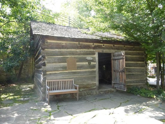 cabins ideas walking best throughout tennessee distance top trolley in near downtown gatlinburg pinterest decor on