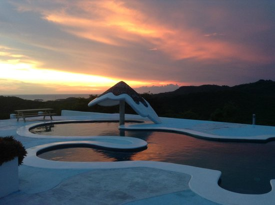 Two Brothers Surf Resort: Pool Area at Two Brothers