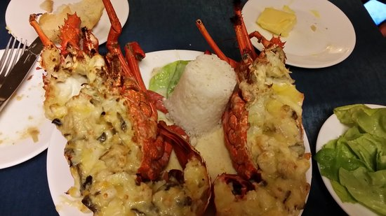 L'Houstalet Restaurant: Lobster mornay - enough for 2 people and very tasty.