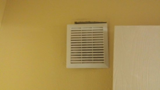 Ramada Sioux Falls: Bathroom fan... noisy and falling out of wall