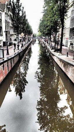SANDEMANs NEW Europe - Amsterdam: Canal!
