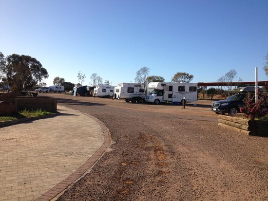 BIG4 Stuart Range Outback Resort : Van sites in the park