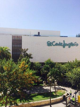 Hotel Derby Sevilla: Vista da janela quarto!!!