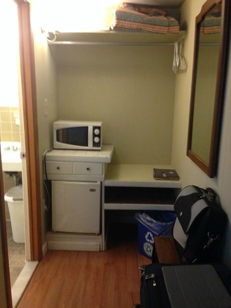 White Whale Motel: Microwave and Refrigerator Area