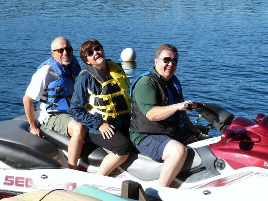 Long Lake Waterfront B&B: Jerry and Becky Theuns of Memphis take a ride with Gordie Robison of Long Lake, Nanaimo, B.C. (S