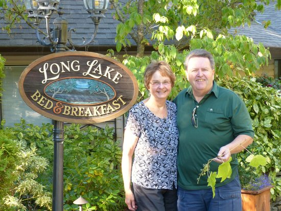 Long Lake Waterfront B&B: Janice and Gordie Robison of Long Lake B&B