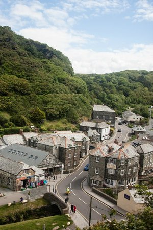 Boscastle Visitors Centre : View of Boscastle from Old Road.