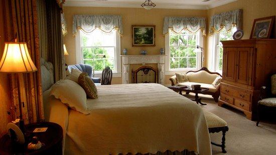 Pinebrook Manor B&B Inn : bedroom