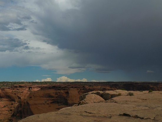 Canyon de Chelly National Monument: Storm approaching