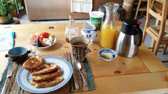 Blue Raven B&B: Breakfast