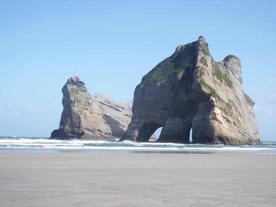 Farewell Gardens Motor Camp and Holiday Accommodation : Whirinaki beach
