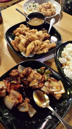 Black Bamboo Restaurant: Almond chicken, kung pao shrimp,  chicken curry. All excellent!