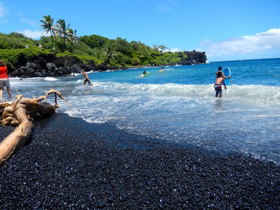 Discover Hawaii Tours Maui Black Sand Beach On Road To Hana