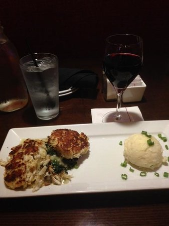 Nashville Airport Marriott: Jumbo Crab Cakes