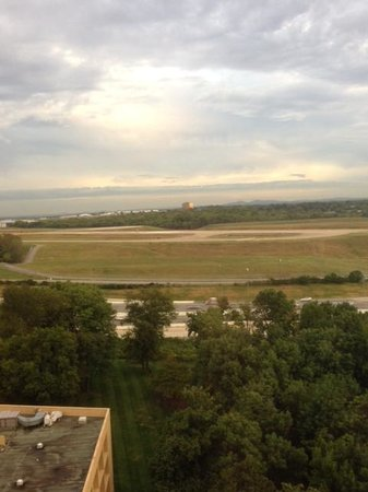 Nashville Airport Marriott: Airport Runway View