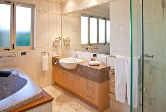 Regal Palms 5 Star City Resort: Luxurious Bathroom