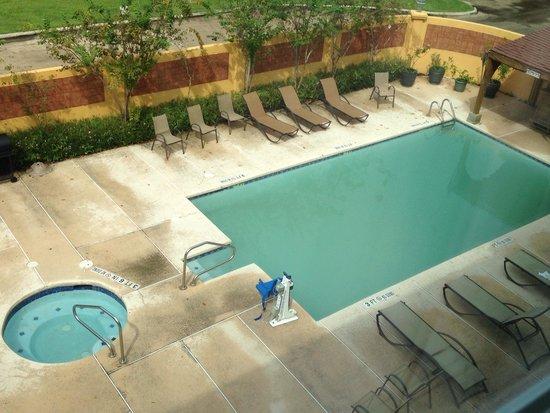 La Quinta Inn & Suites Brownsville North : Dirty pool