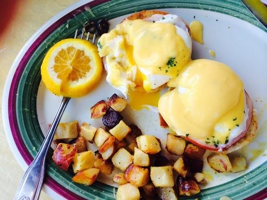 Clear Sky Cafe: Eggs Benedict