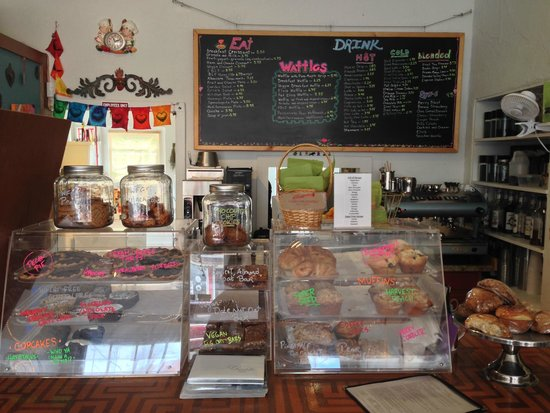 Passion Pie Cafe: Front counter